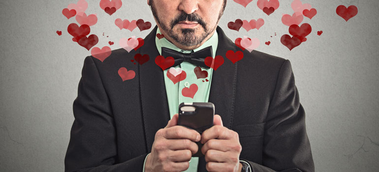 Valentine's Day in Australia 2015: Multiple Screens and Fancy Jewellery